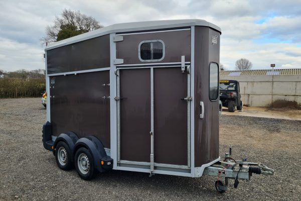 Cheshire Trailers   Trailer Hire, Repair & Sales, Cheshire   Used horsebox side view